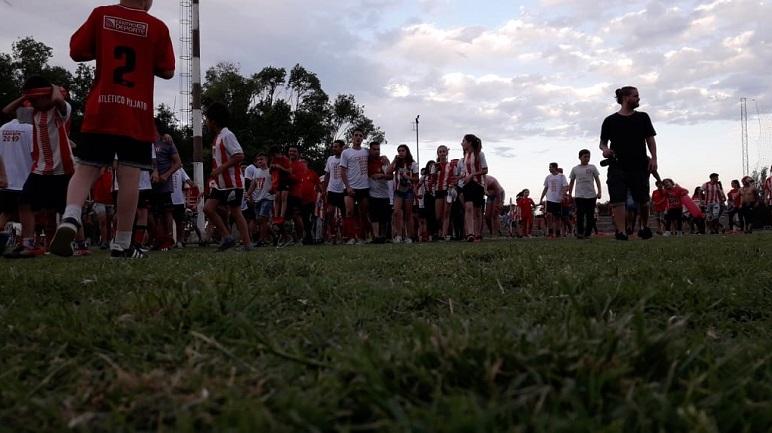 La gente del Pincharrata volvió a invadir el campo de juego.
