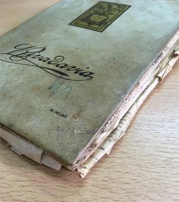El cuaderno escolar original donde Leticia reproducía sus recetas y las reescribía
