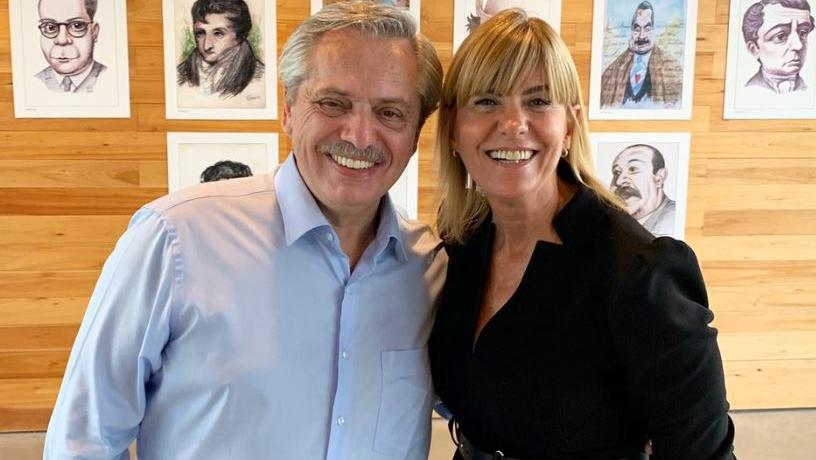 La vicegobernadora electa en compañía de Alberto Fernández.