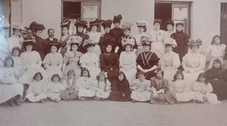Comisión de damas que organizó la fiesta central.