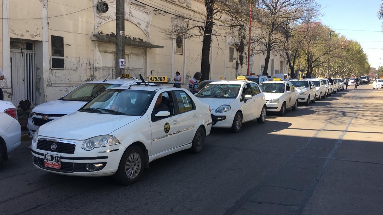 Los taxistas volvieron a exigir justicia a través de una marcha multitudinaria.
