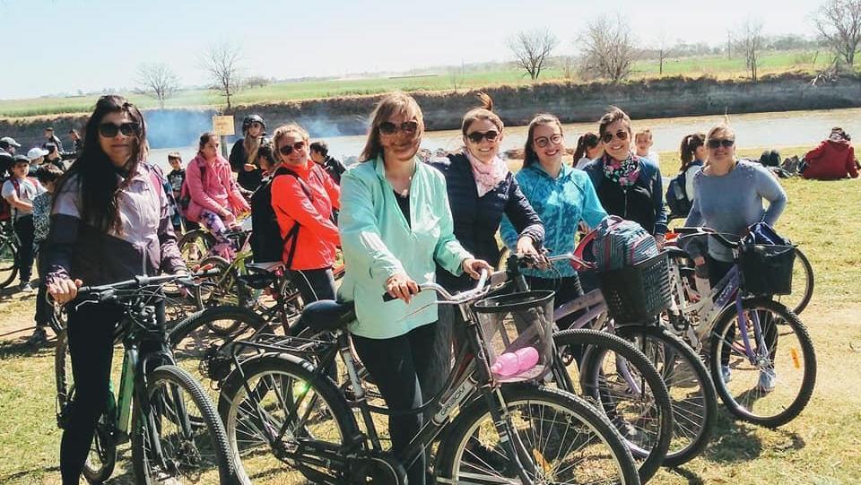 Arequito recibió la primavera con la tradicional bicicleteada y a orillas del río