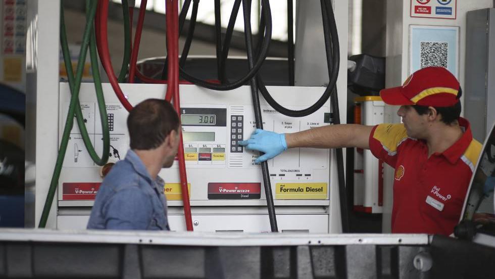 Recalculando. Desde el jueves el combustible al consumidor será más caro.