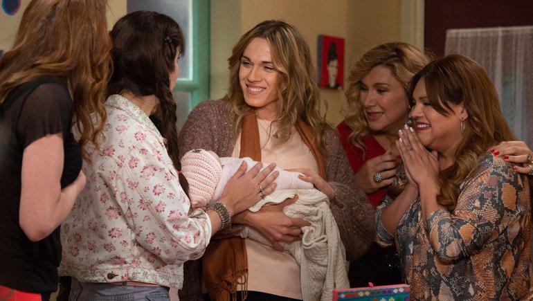 En Pequeña Victoria encarna a una trans que hace extras donando esperma.