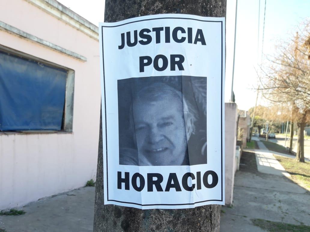 Los carteles quedaron en Pujato, pidiendo por justicia.