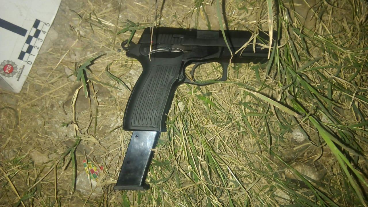 Una de las armas empleadas en el tiroteo del miércoles a medianoche.