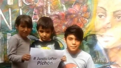 Los hijos de Luciana reclaman justicia por su tío en el mural.
