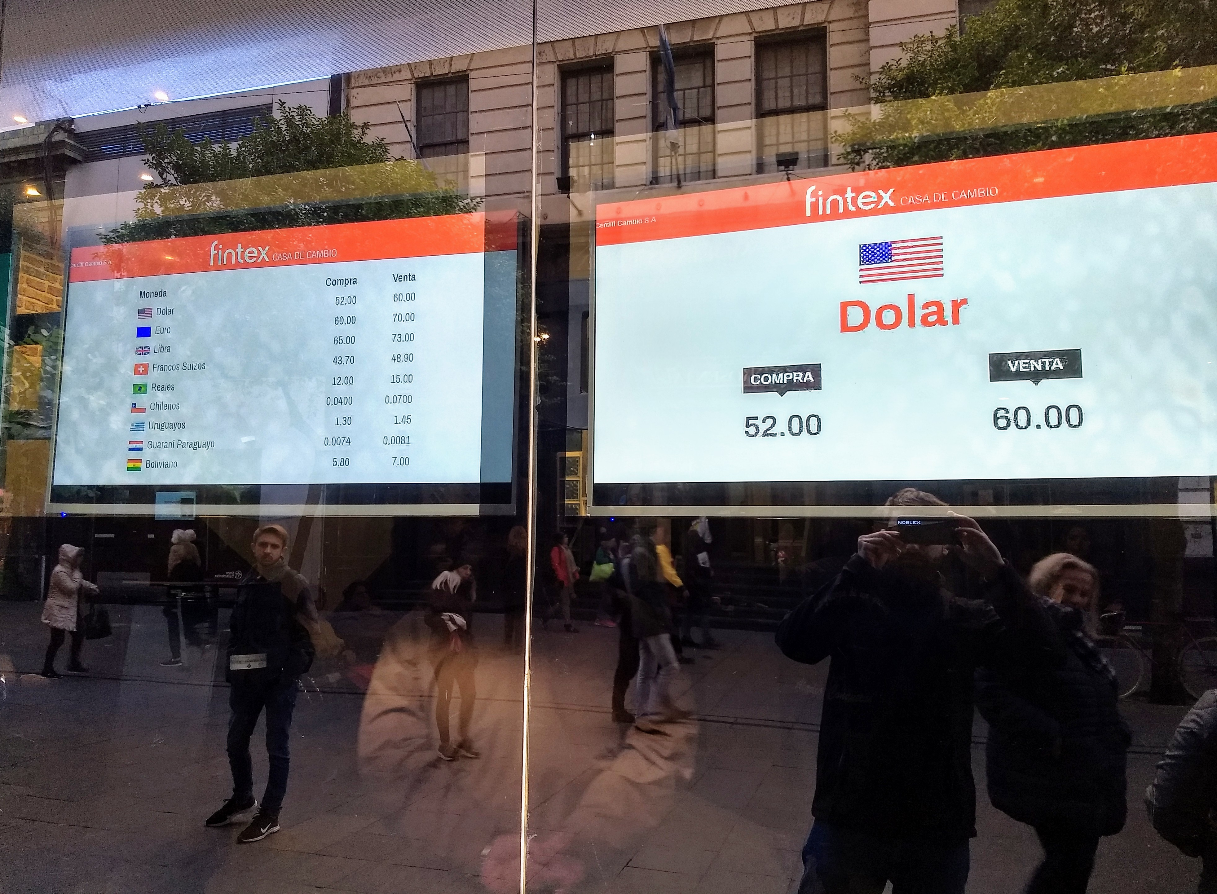 El dólar no cede este martes