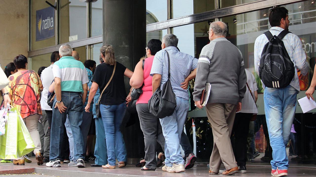 Terminar con las filas y apostar al bienestar de los clientes. A eso apunta la ley.