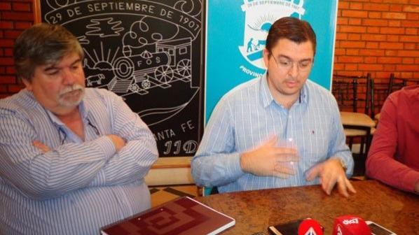 Carlos Testa junto a al Intendente, Juan José Sarasola.