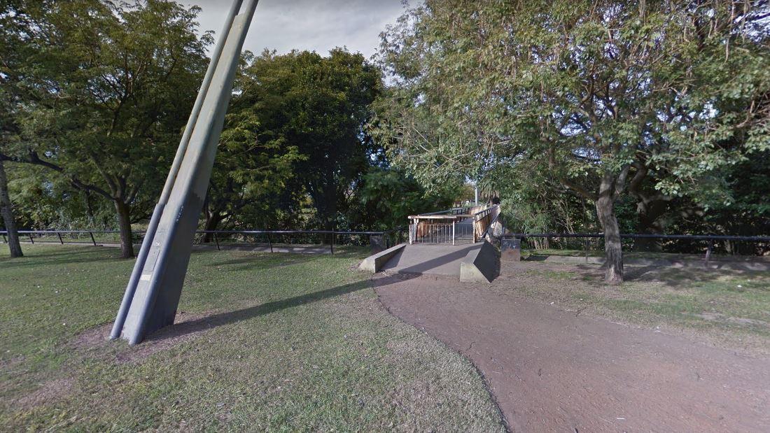 El puente que une el parque con La Sexta, en el ojo de la tormenta.