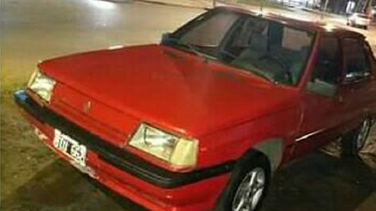El Renault 9 tiene chapa patente BIU 662.
