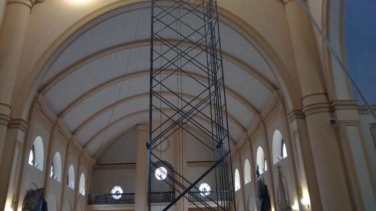 ...y abajo. El andamio situado sobre la cúpula.