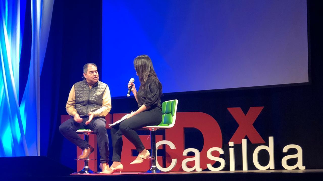 La historia llegó en la voz de Alberto Fernández que fue acompañado por una periodista.