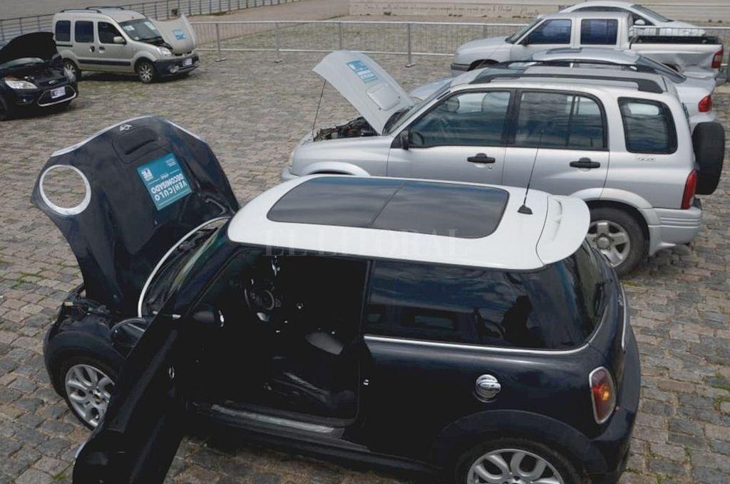 Un Mini Cooper es uno de los modelos que se vendieron y ahora se retienen.