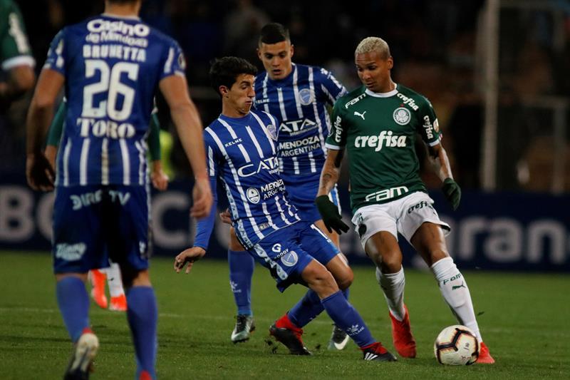 Palmeiras se llevó un gran resultado de Mendoza (EFE)