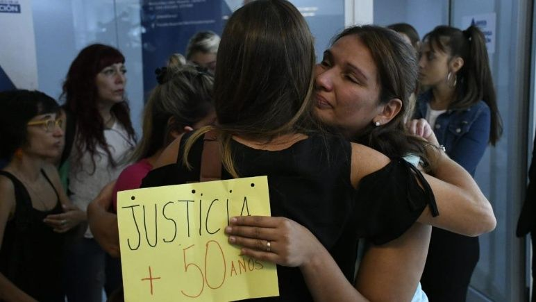 Familiares de las víctimas al conocer la condena de primera instancia, hoy confirmada.