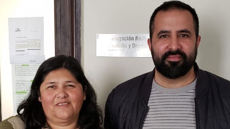 Lorena Almirón junto a Emiliano Scopetta, de ATE.
