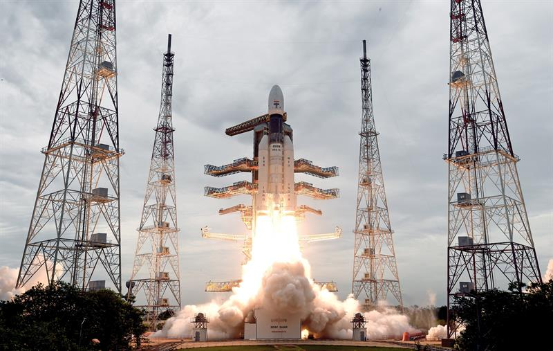 El cohete que India lanzó este lunes rumbo a la Luna.