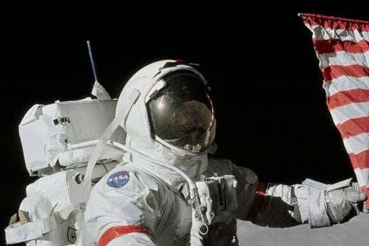 Gene Cernan fue la undécima persona en caminar la Luna, en diciembre de 1972