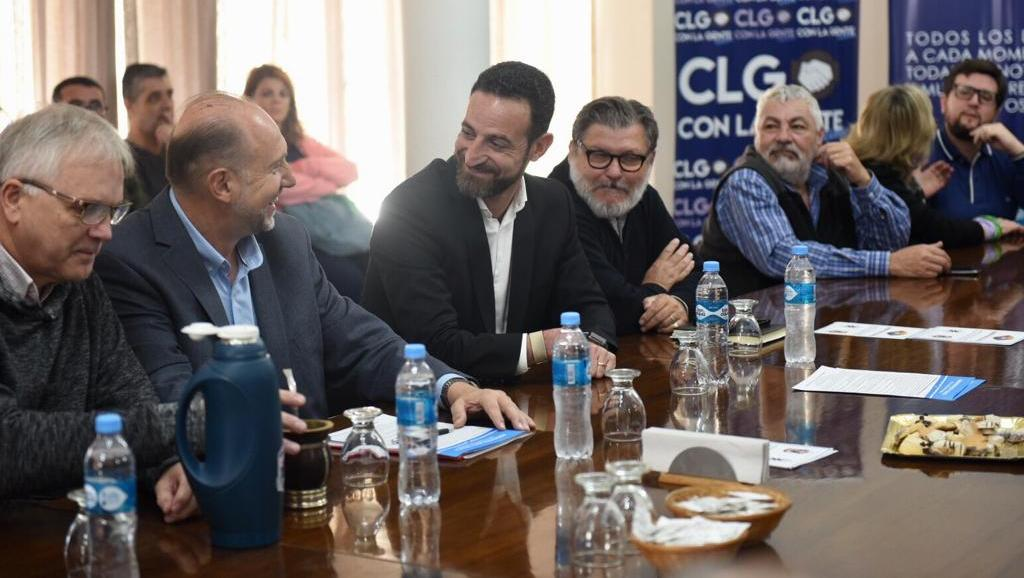 Sukerman en campaña junto con Omar Perotti