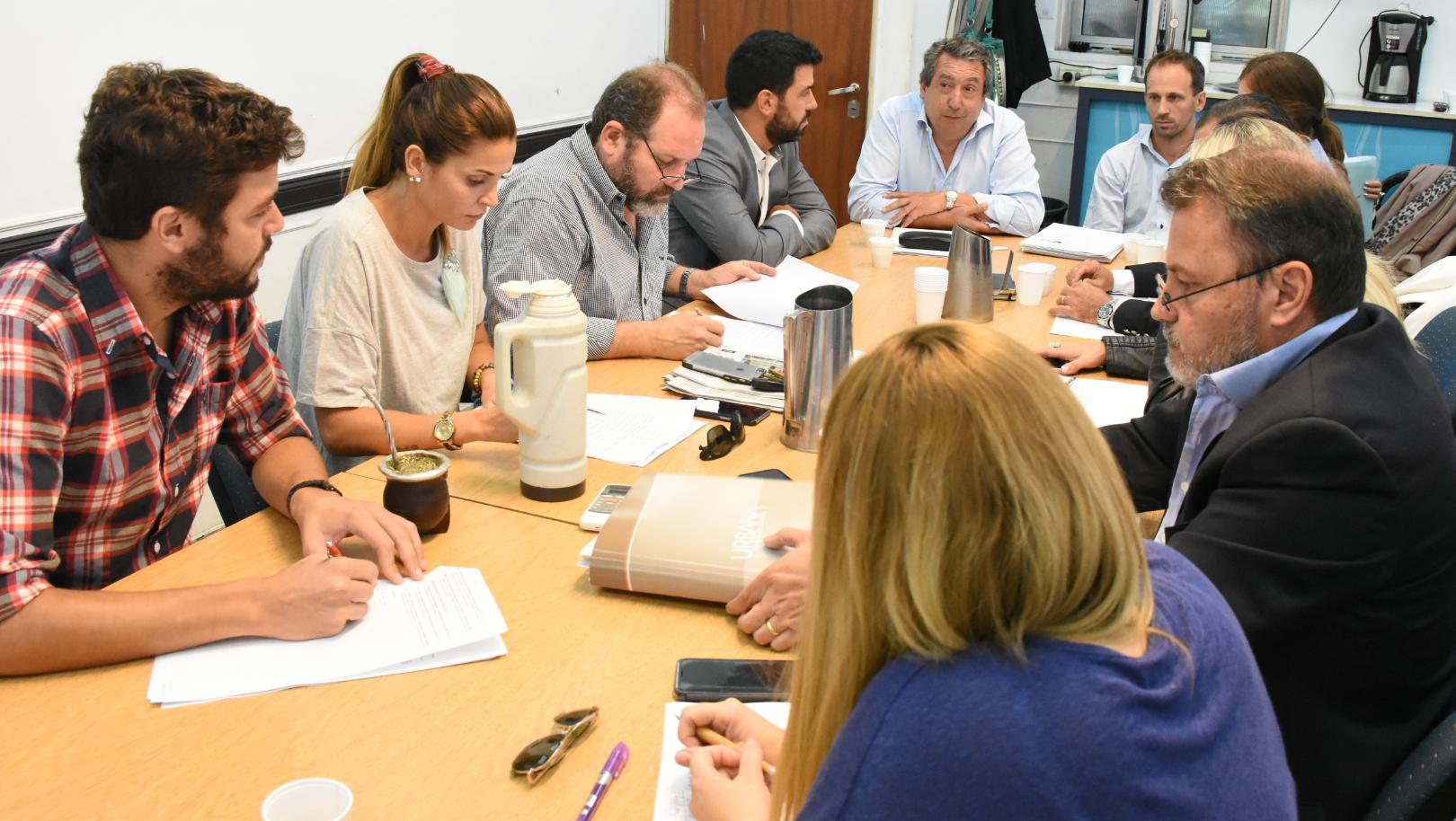 Reunión en la comisión de planeamiento del Concejo Municipal.
