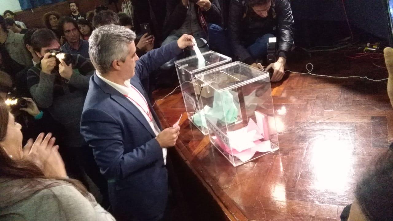 Bartolacci al momento de la votación.