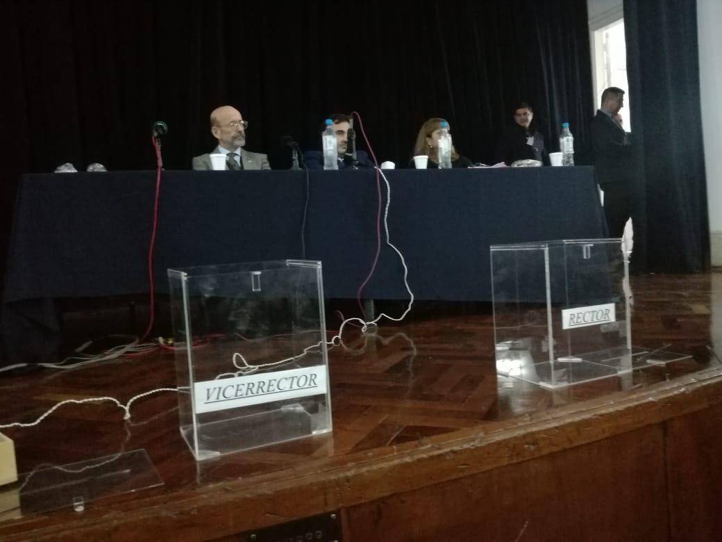 Floriani preside el acto. Aceptó bajar su candidatura.