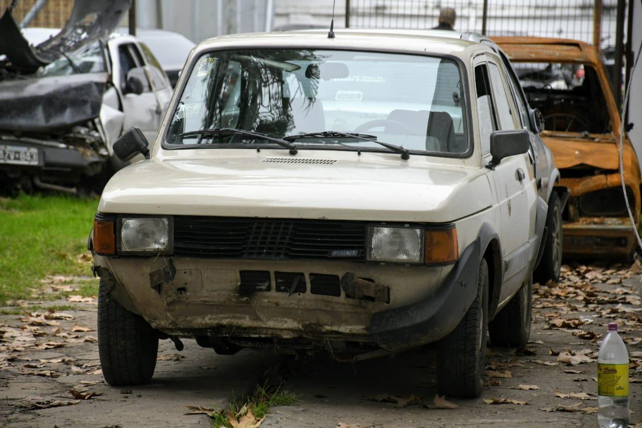 El Fiat 147 sustraído por los fugitivos en Baigorria y que fue hallado en Rosario.