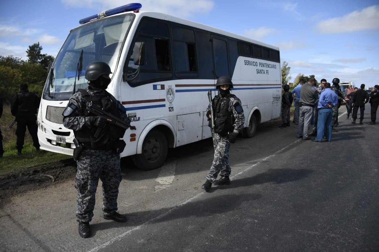 El operativo de búsqueda luego de la fuga de los reclusos en autopista a Santa Fe.