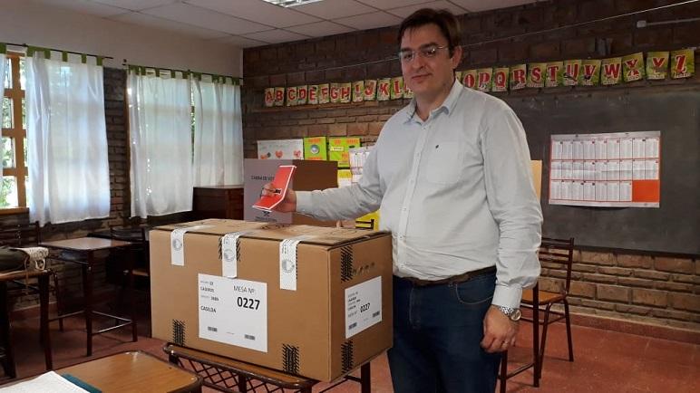 Votó y lo votaron, Sarasola ratificó su gestión haciéndose de una interna caliente.