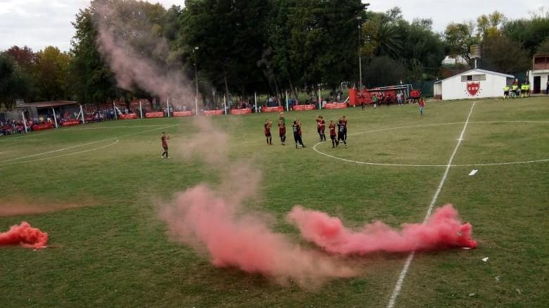 Hubo humo y color en Los Molinos.