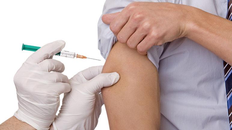 Las vacunas se venden en las farmacias de la ciudad y cuestan más de $2.000.