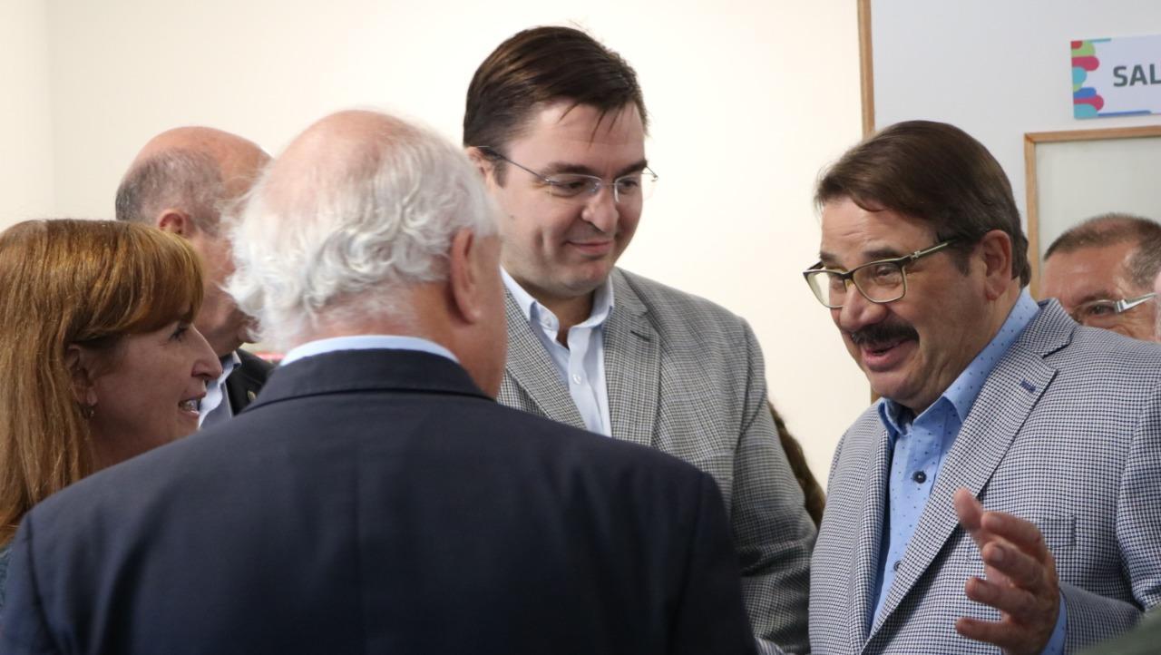 Eduardo Rosconi junto a Juan José Sarasola y el Gobernador.