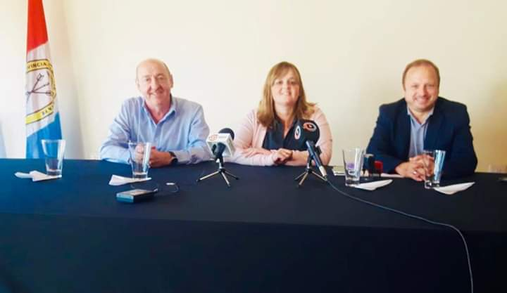 Jórge Álvarez, Paola Forcada y Lucas Crivelli hicieron oficial la entrega.