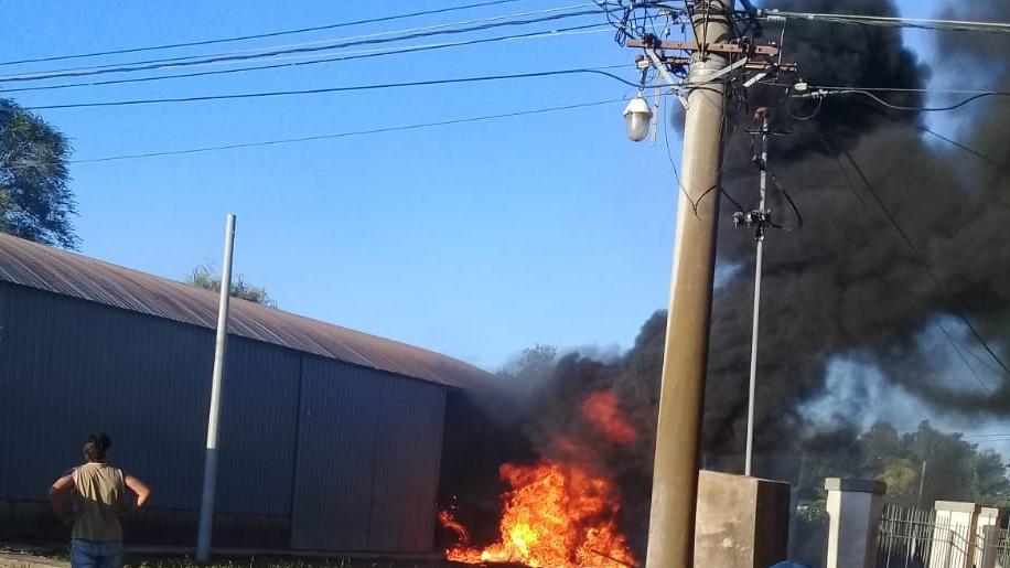 El fuego pudo ser controlado gracias al trabajo de los Bomberos.