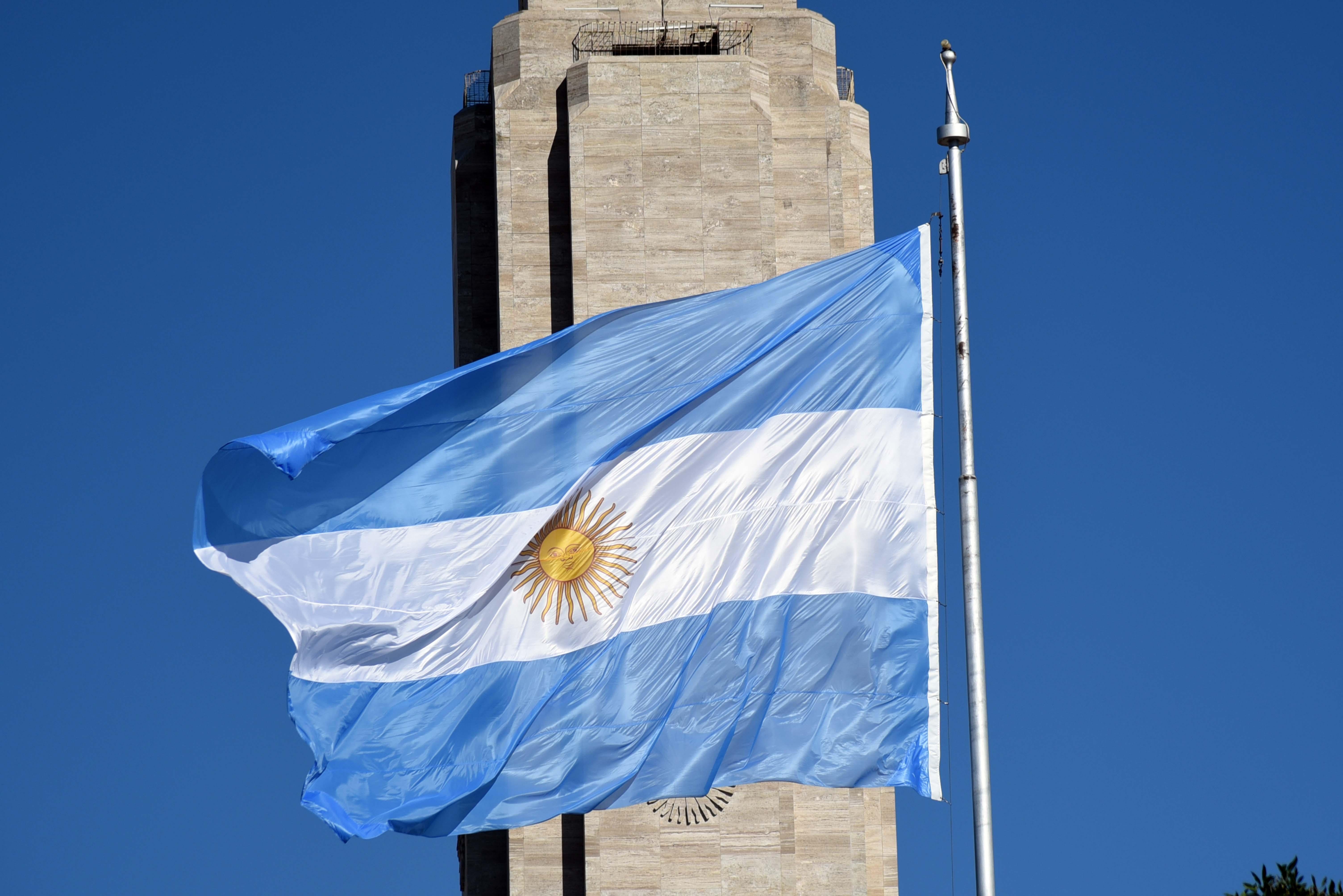 Nación no cumplió con la puesta en valor el Monumento a la Bandera.
