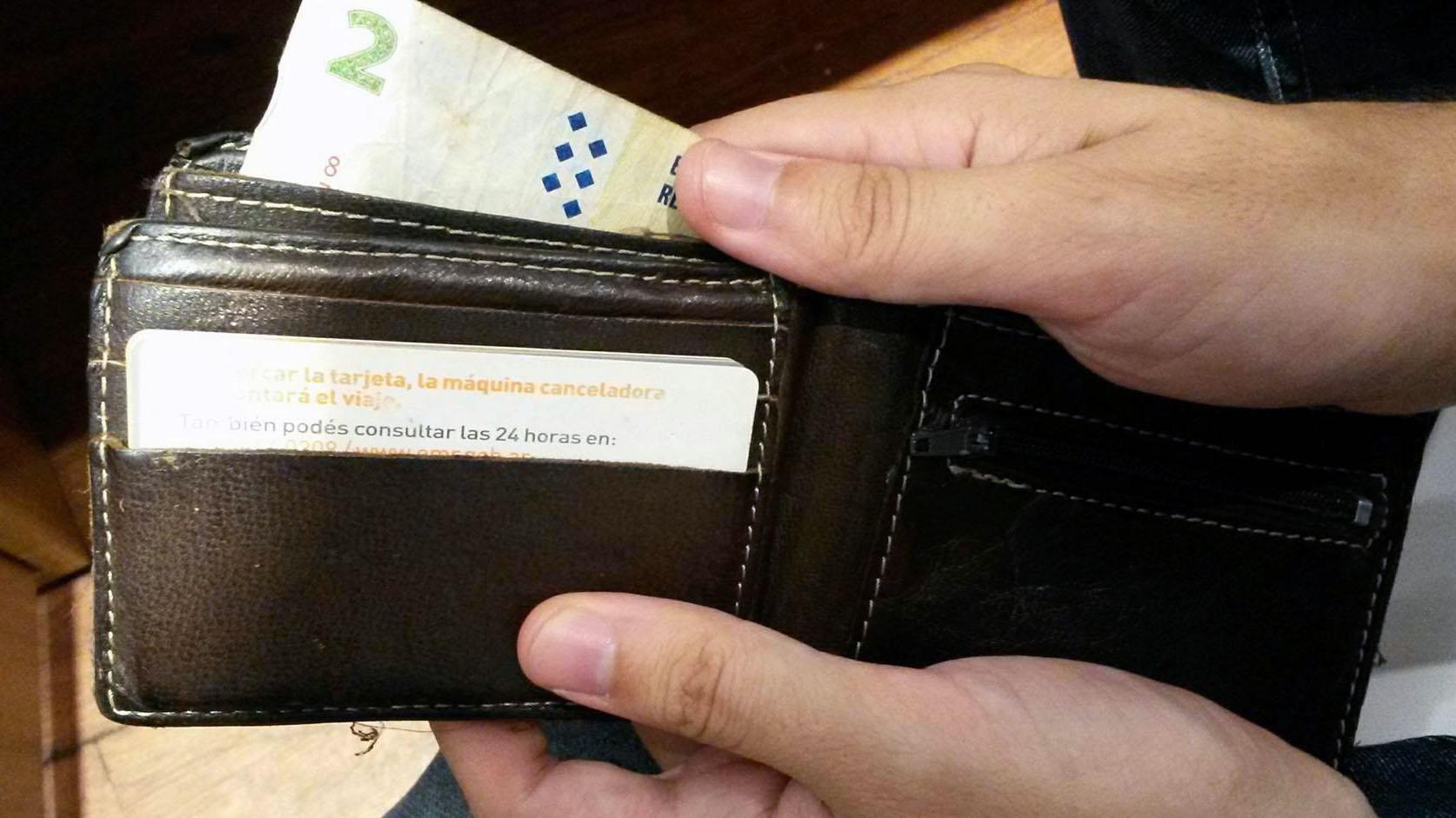 La billetera fue entregada por otra persona en Radio Casilda. (Imagen Ilustrativa).
