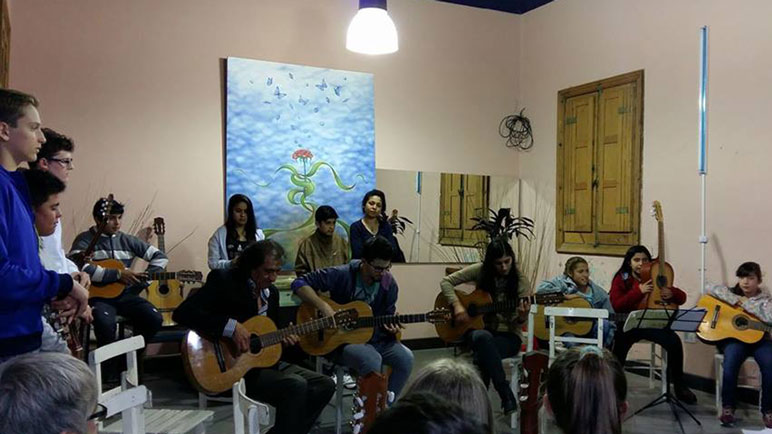 El taller de guitarra de la Quinquela, un clásico de cada ciclo lectivo.