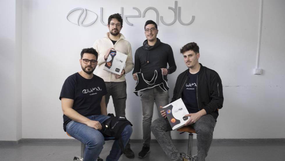 De izquierda a derecha, David Requena, Luis Bretones, Sergio Villatoro y Juan Fernando Ramírez, en la empresa cordobesa Wendu. (El País)