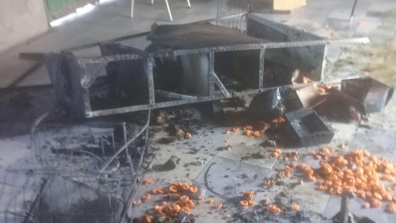 El panorama que encontraron los dirigentes tras el fuego.