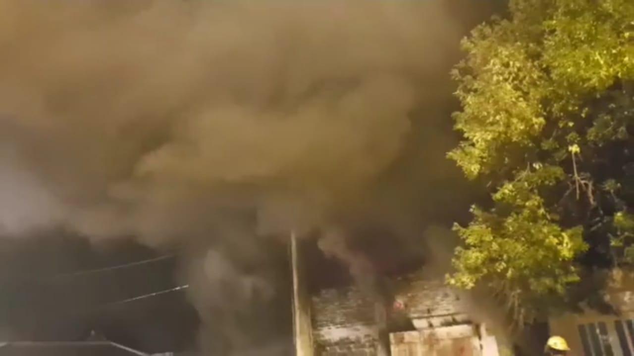 El humo copó el cielo casildense en la noche del jueves.