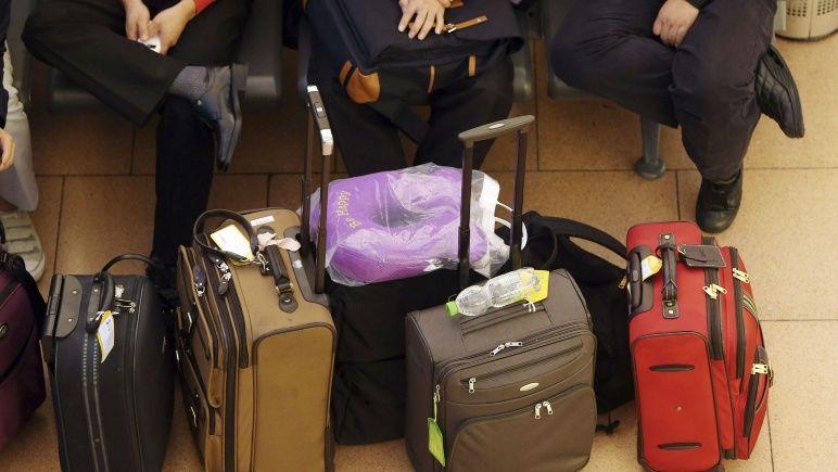 Los maleteros que brindan servicio en la terminal salieron a aclarar cómo es su trabajo.