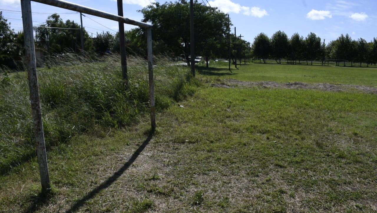 La canchita donde Jeremías resultó herido, en barrio Hostal del Sol.