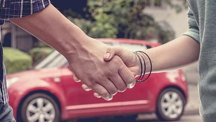 Suelen ofrecer un RenAult o un Toyota y desaparecer al recibir el pago.