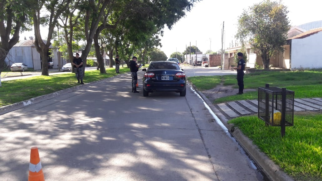Los controles se realizan sobre la calzada de las carreteras y también en el interior de los barrios.