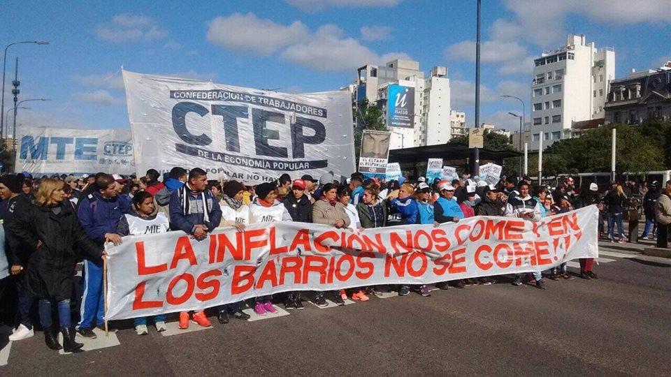 Movilización del CTEP en Capital Federal en contra del ajuste.