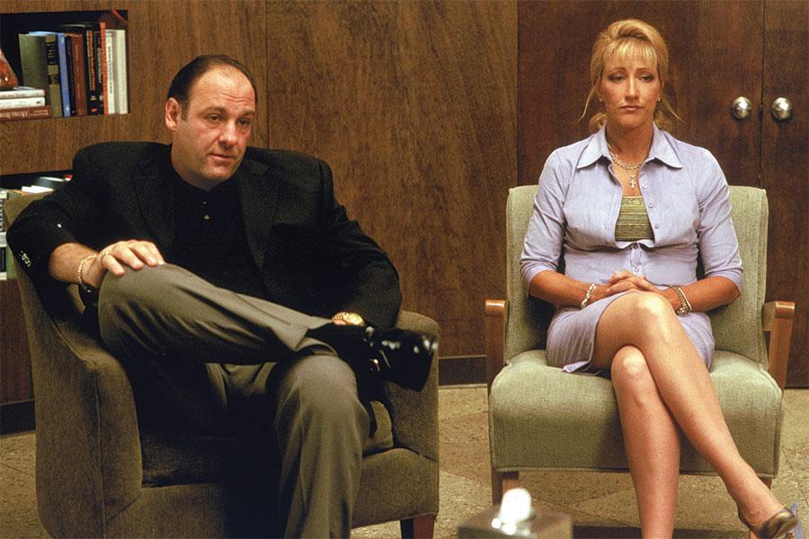 Falco aquí, como Carmela Soprano, la esposa de Tony Soprano, interpretado por el fallecido James Gandolfini.