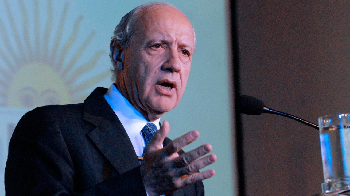"""Lavagna busca un consenso amplio como """"alternativa a dos gobiernos que han fracasado""""."""