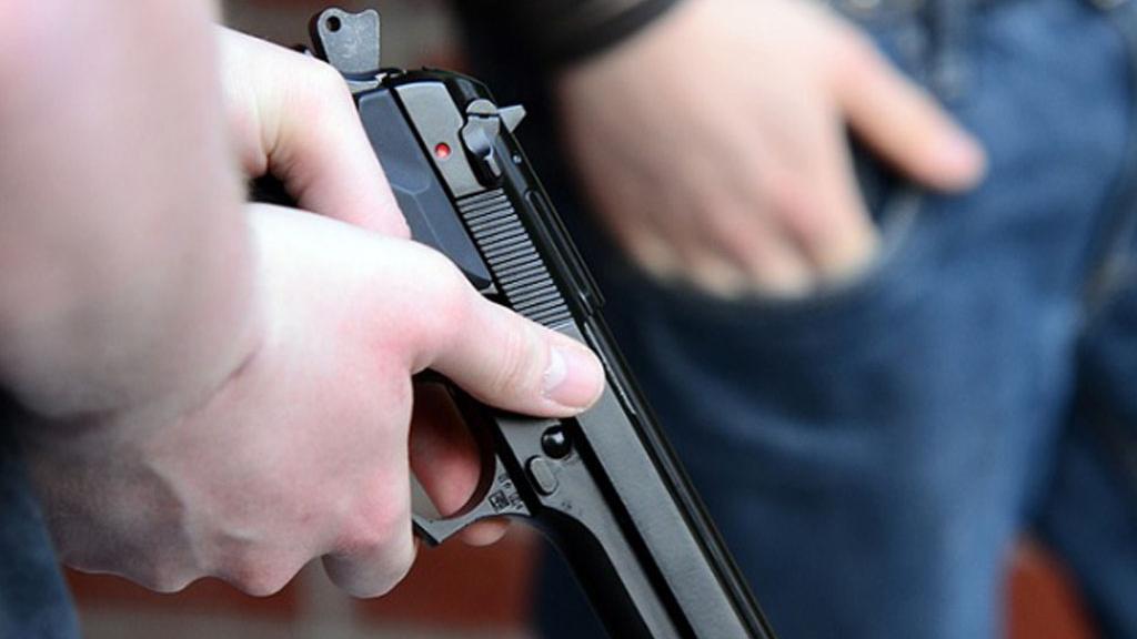 Los sospechosos intentaron abordar a un joven en la puerta de su casa.